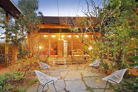 robin boyd house II courtyard